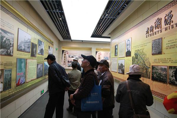 退休党员参观连云港老街历史文化馆