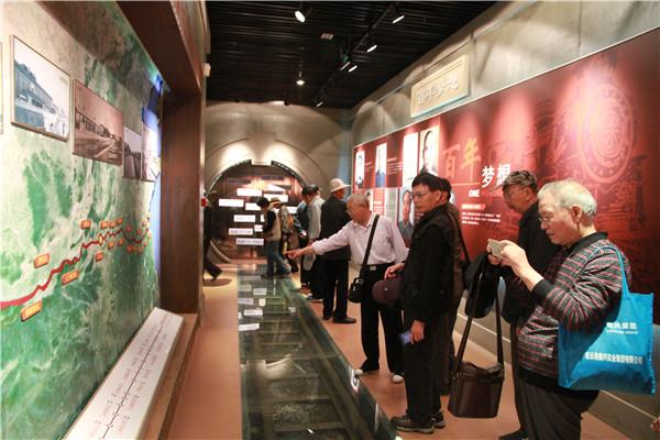 退休党员参观陇海铁路历史博物馆
