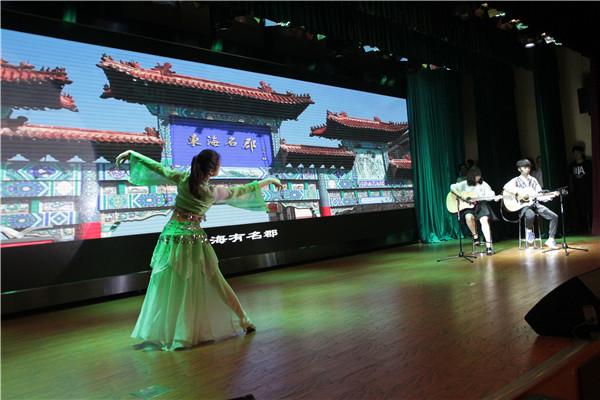 学生歌舞表演