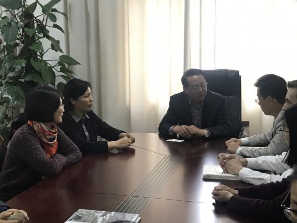 蒋庆锁校长热情接待来访客人