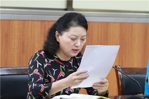 张雪梅副校长宣读党委工作计划