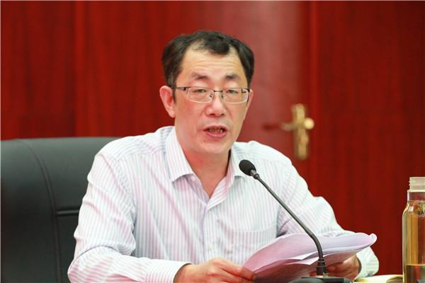 校党委副书记、纪委书记祁昌永带领干部学习讲话精神