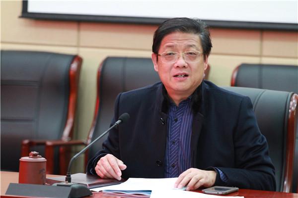 校党委书记、校长徐进利作述职述廉报告