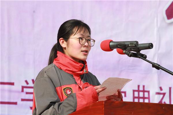 高三年级学生代表薛晴雯发言