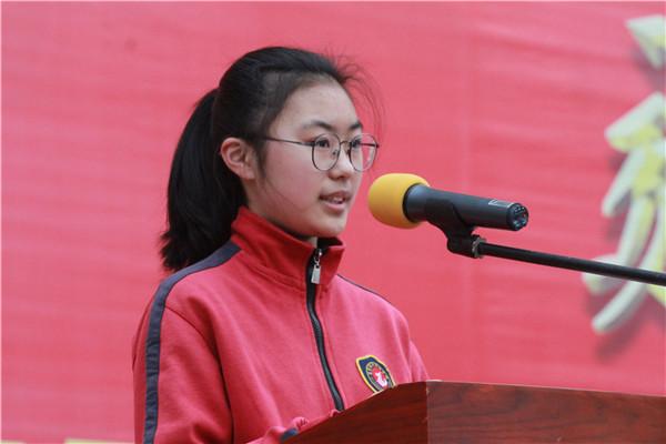 学生代表秦祺祺发言