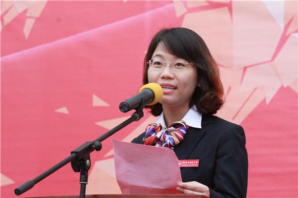 教师代表王元老师发言
