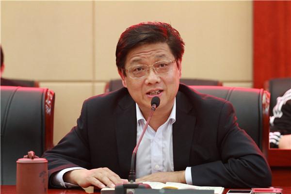 校党委书记、校长徐进利作表态发言