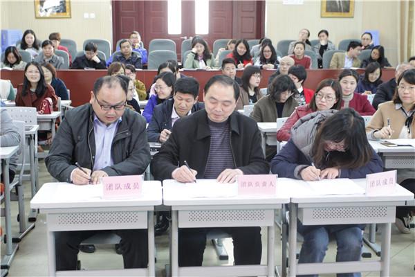 举行团队主持人与团队成员签字仪式