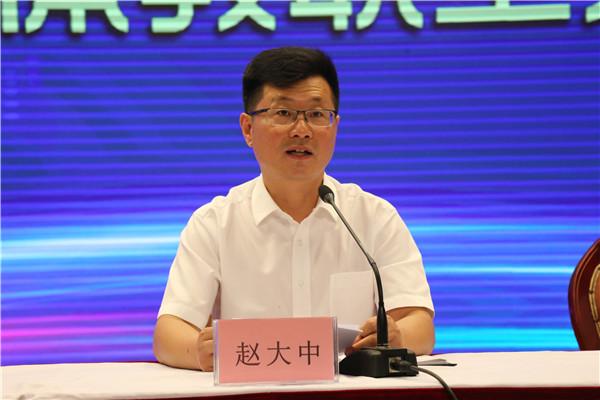 赵大中副校长宣读学校工作总结