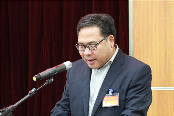 李传贵副校长作2017年学校财务工作报告