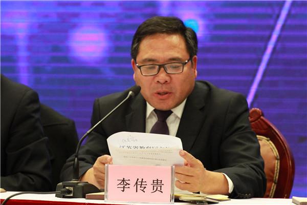李传贵副校长宣读《省教育厅关于开展拒绝有偿补课公开承诺活动的通知》