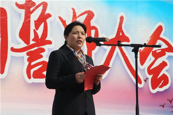 王梅副校长作国旗下讲话
