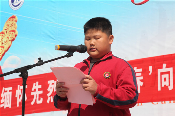 七(13)班刘乾南同学作国旗下讲话