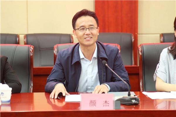霍尔果斯市教育局副局长颜杰讲话
