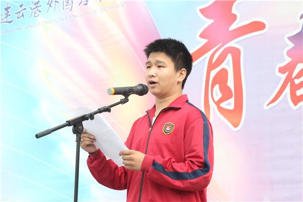 高三(6)班李好同学作国旗下讲话