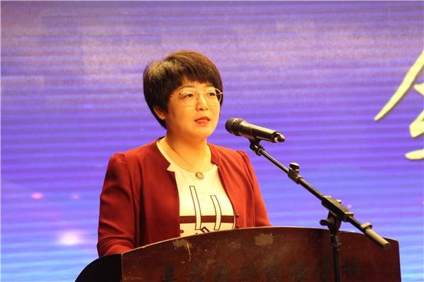 初三年级主任伏小芳作表态发言