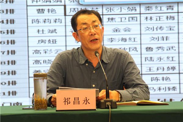 校党委副书记、纪委书记祁昌永带领全体教职工学习