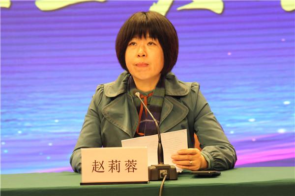 赵莉蓉副校长宣读《连云港外国语学校教职工奖励性补贴考核方案》