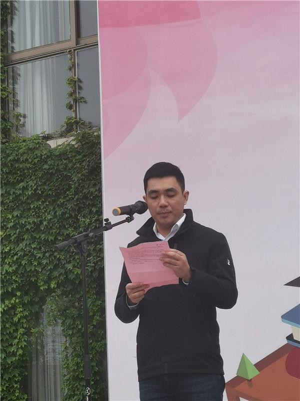 王成副主任作国旗下讲话