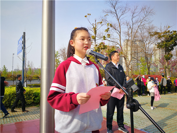 七6班卞雨涵同学讲话